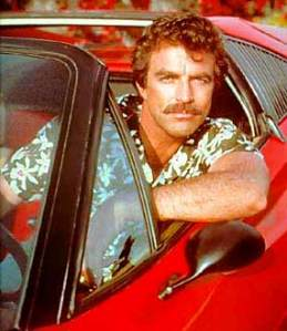 Magnum P.I, pegando todas na sua Ferrari conversível.