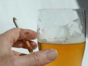 Álcool e cigarro, liberados porque são, obviamente, inofensivos...